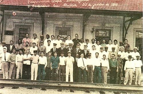 Foto em Grupo na Estação de Trem